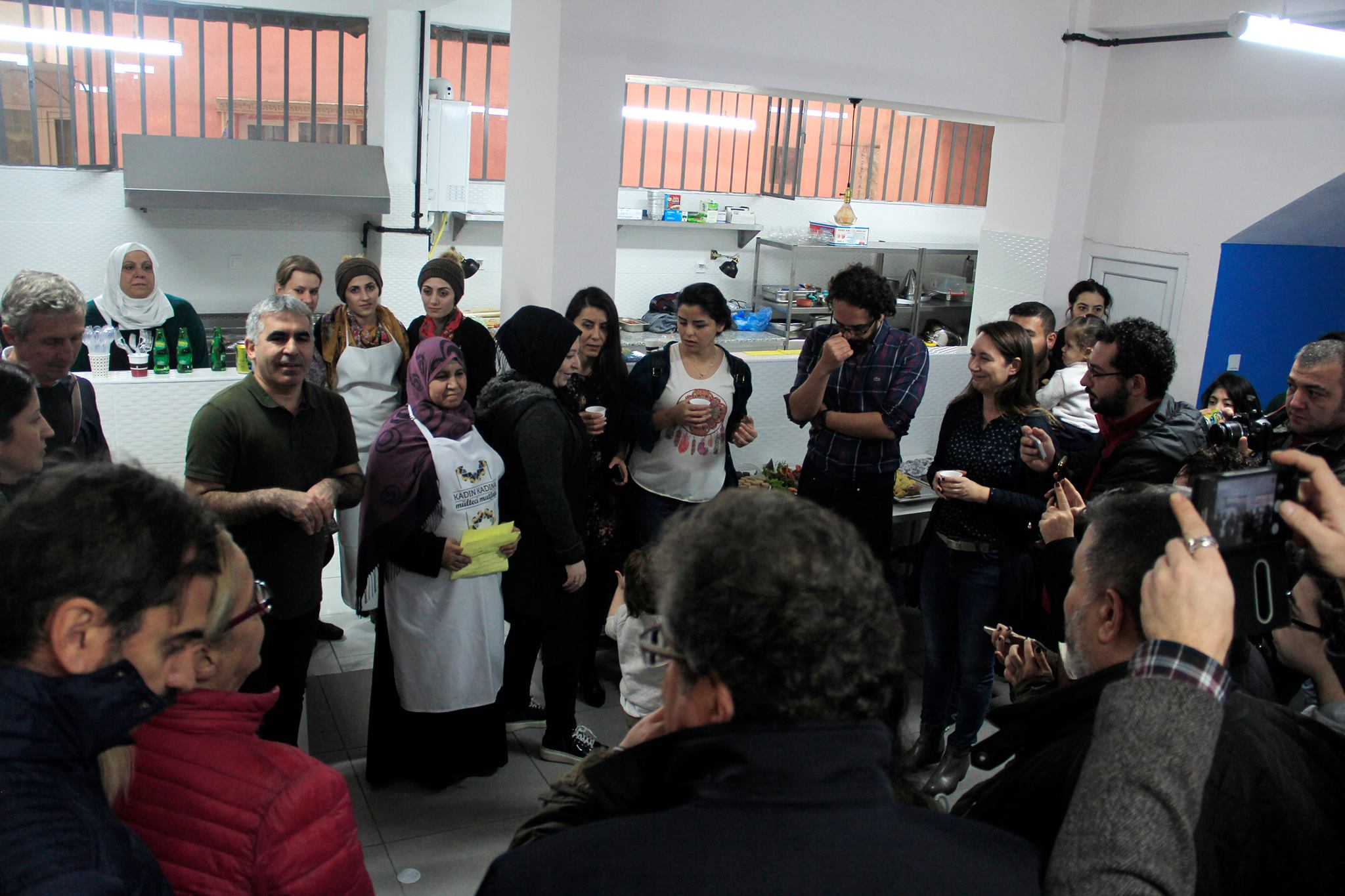 The opening of the 'Woman with Woman Refugee Kitchen', that we have been supporting with the project and conducting architectural design and construction site voluntarily with Aslı Tekin, has been realised. Kitchen that has been formed with the support of Okmeydanı Social Assistance and Solidarity Association in İstanbul is active by the common labor of Syrians and Turkish women neighbors who are living in the neighborhood.